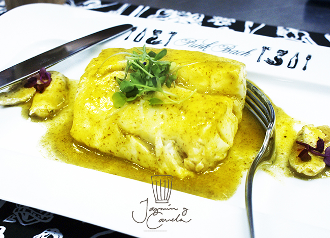Merluza en salsa verde Restaurante PUNK BACH