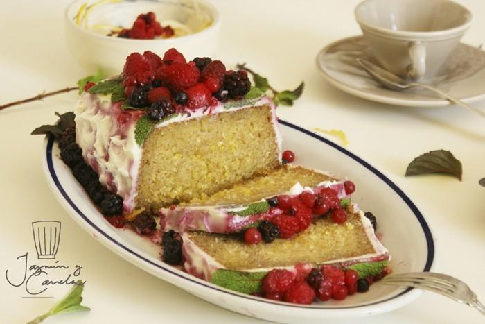Receta de plum cake limon con frutos del bosque, Ricetta di Torta di limone con frutti di bosco- Jazmin y Canela