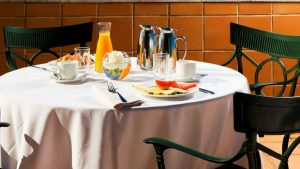 Desayuno saludable Chef David Ros Hotel Nh Fresas, arándanos, avena , nispéros, naranja