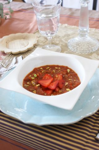 Sopa de tomate, pimiento y fresas. Historia y leyenda sobre la fresa