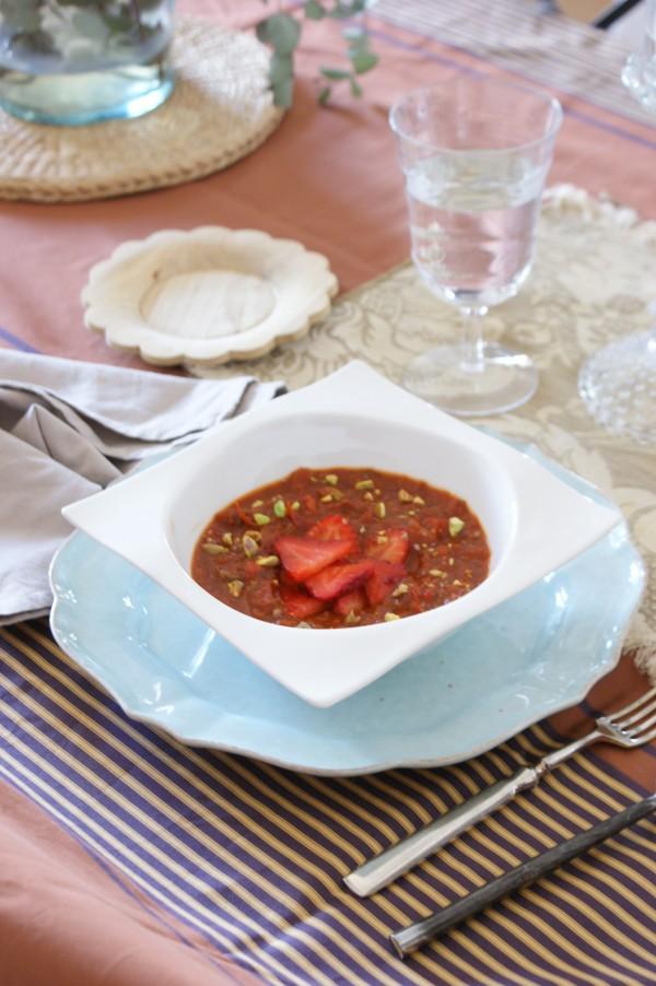 Sopa de tomate, pimiento y fresas