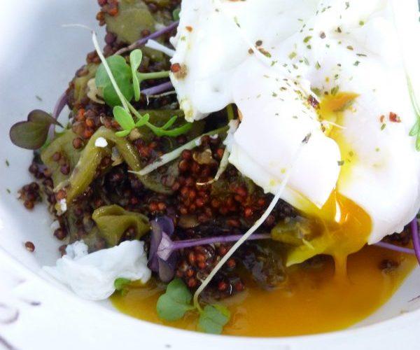 Cómo-hacer-quinoa-con-verduras-y-huevos-poche-Receta-sana-Quinoa-Roja-jazmin-y-canela-andrea-carucci