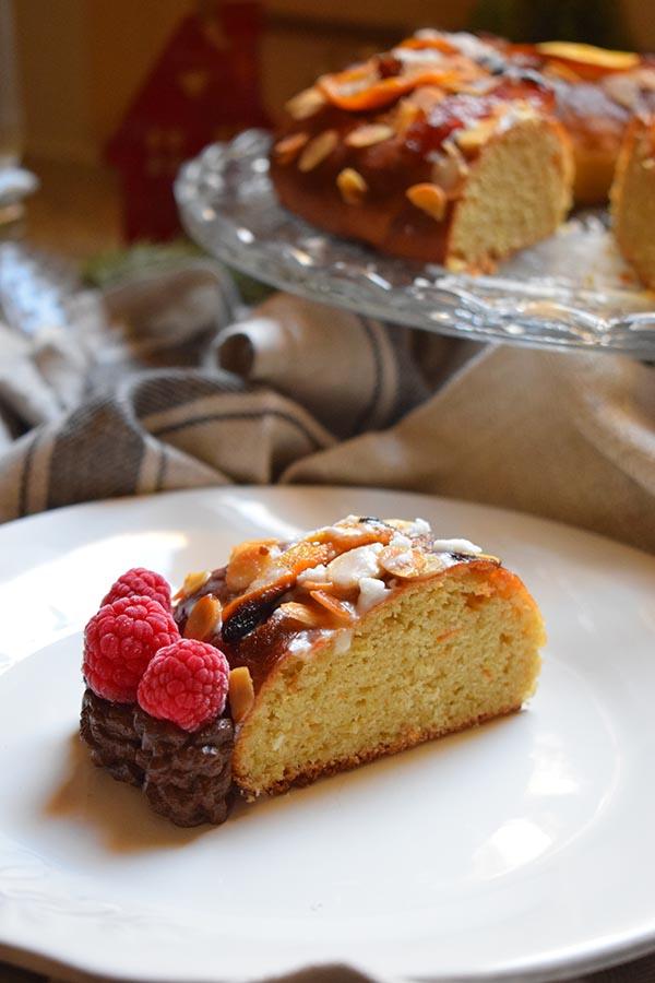 Porción-individual-Roscon-de-reyes-sin-gluten-relleno-chocolate